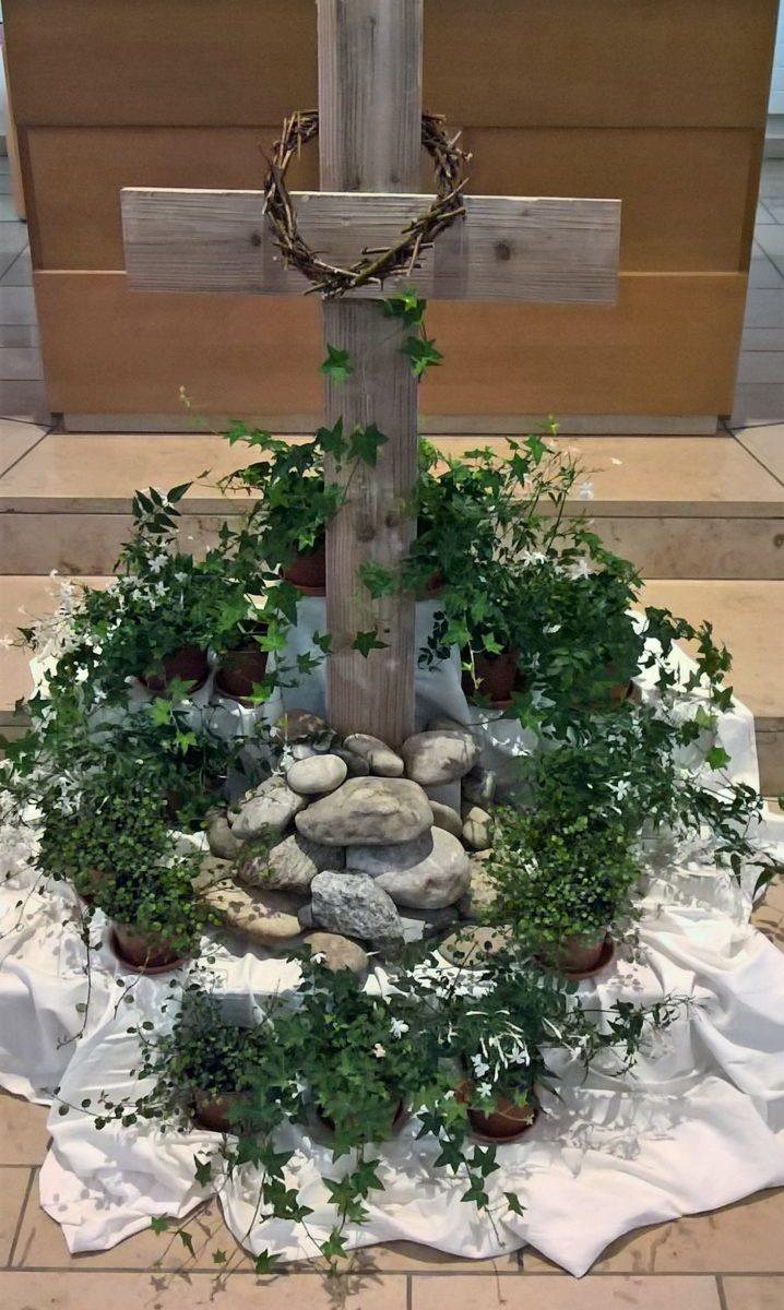 Osterdekoration in der Kirche Ruhbank