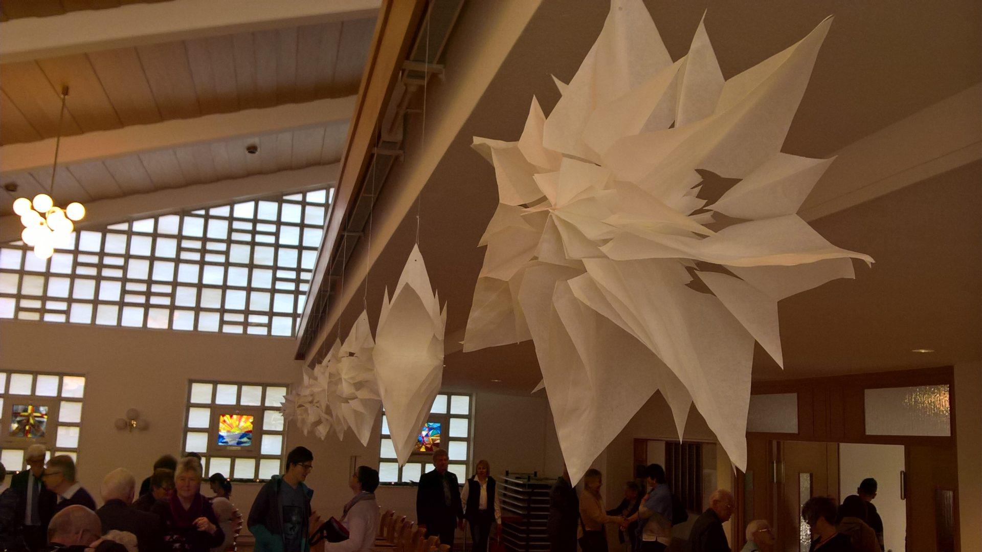 Kreative Weihnachtsdeko in der Kirche Ruhbank
