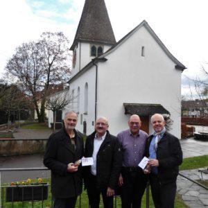 Ueli Lüthi, Alfred Schaeffer, Heinz Moser und Reto Zimmerli bei der Spendenübergabe.