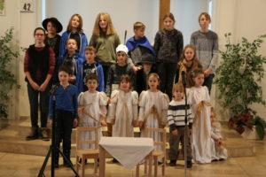 Chor der Kinder im Weihnachtsspiel